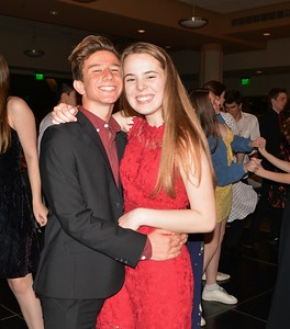 LCHS Club LC Hosts Evening of Music, Dancing