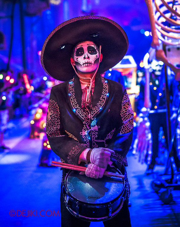 Halloween Horror Nights 6 - March of the Dead / Death March - The Band, drummer standing V
