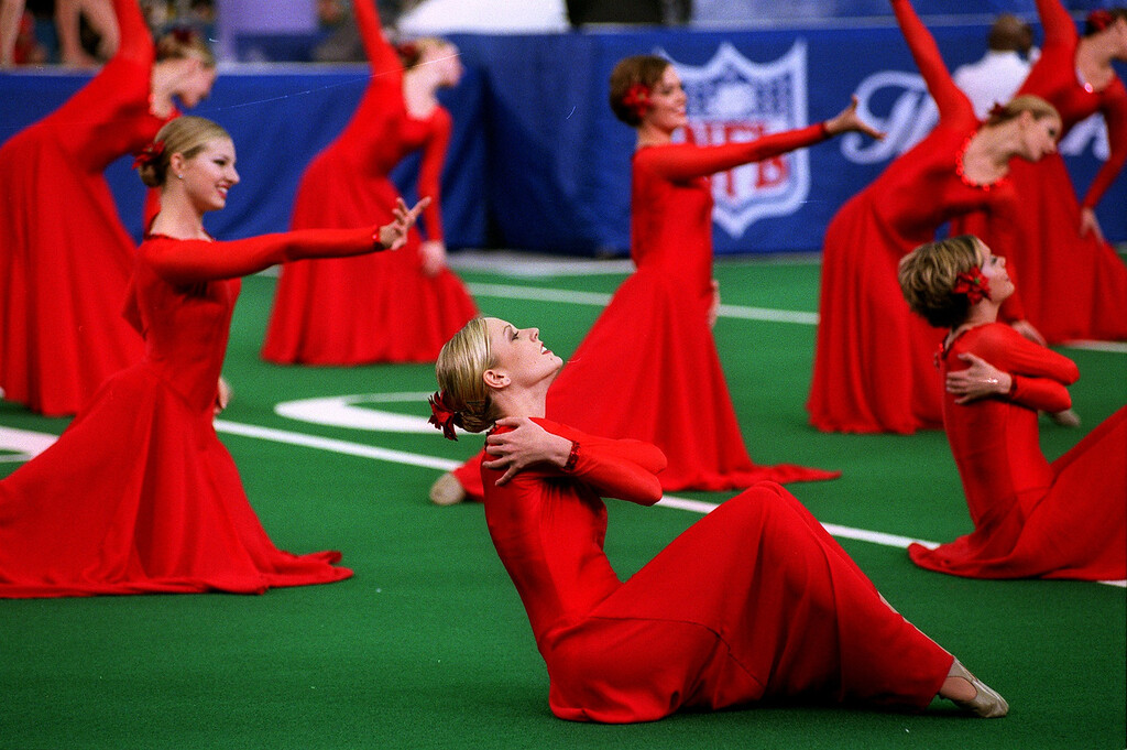 . Dancers perform during the nationally televised NFL/United Way halftime show of the Detroit Lions 29-27 loss to the Green Bay Packers Thursday at the Pontiac Silverdome.