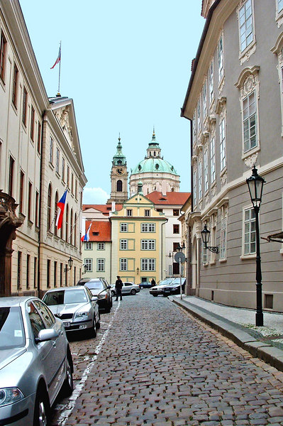 Wending our way through the streets of Mala Strana (the lesser town) on the way up to the castle.
