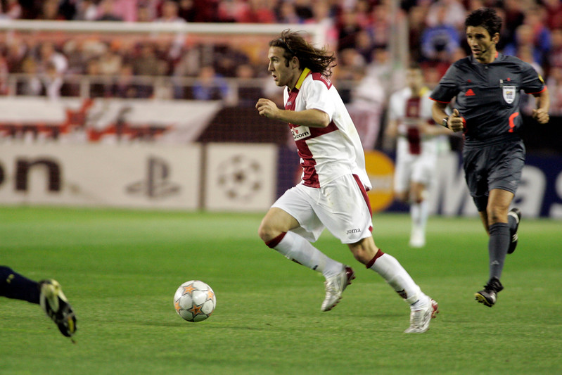 Diego Capel with the ball. UEFA Champions League first knockout round game (second leg) between Sevilla FC (Seville, Spain) and Fenerbahce (Istambul, Turkey), Sanchez Pizjuan stadium, Seville, Spain, 04 March 2008.