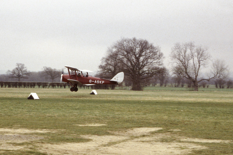G-ASKP-DH-82ATigerMoth-Private-EGKH-1998-02-19-EI-44-KBVPCollection.jpg