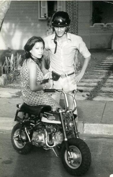 Paula Botelho e To Mendes com a mota do Jorge Viegas