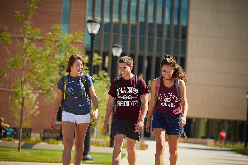 2018 UWL Fall Students Outside 0006.jpg