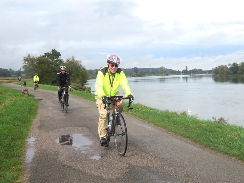 IMG_0940-Tournus-bike-path-s.JPG