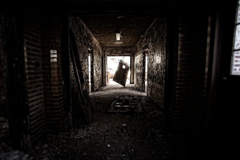 kings-park-hallway-door-01.jpg