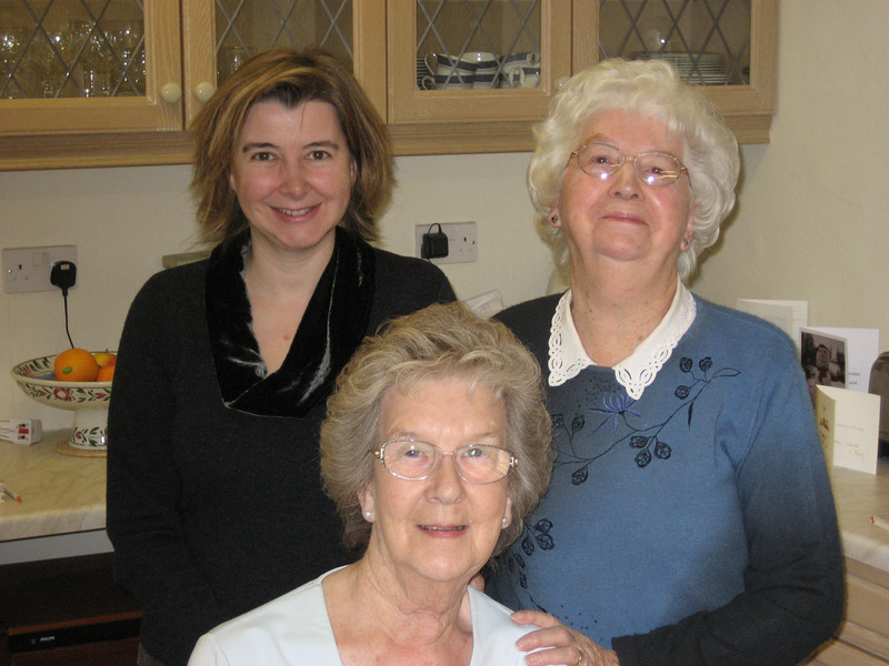 095 Gill, June and eryl.JPG