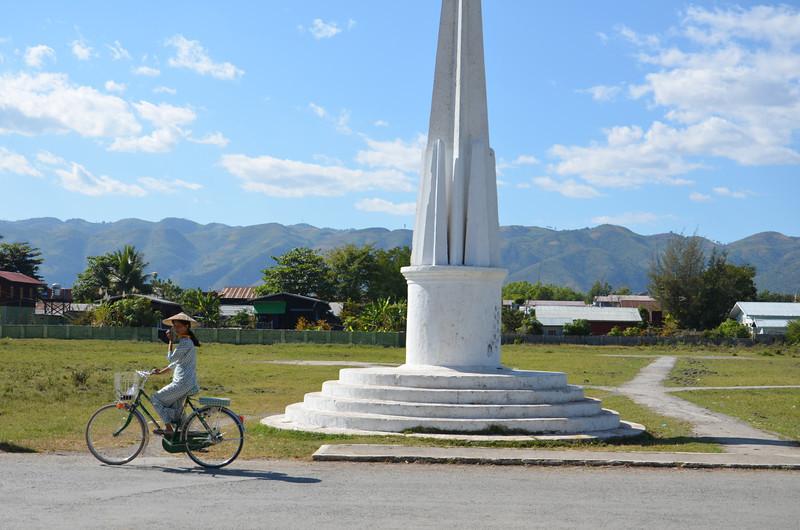 DSC_4234-central-monument.JPG