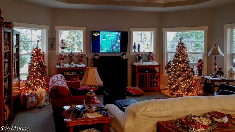 12-25-2019 Family Christmas Edited-6.jpg