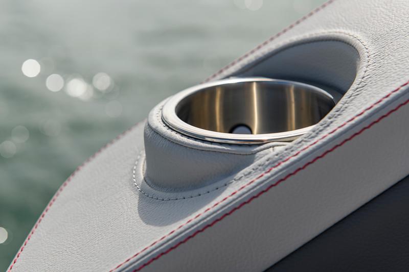 2020-SLX-R-310-outboard-cupholder-01.jpg