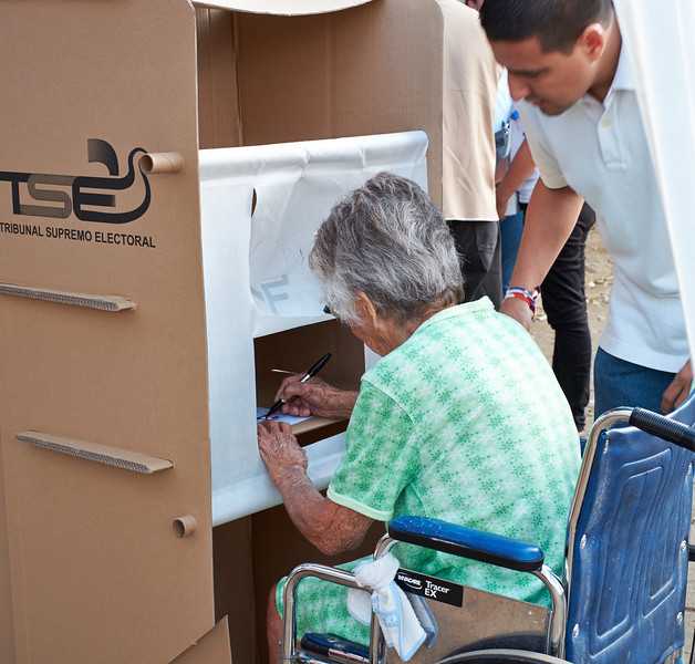 Election day in Santa Ana: <br /> The TSE has worked to make the voting process accessible.
