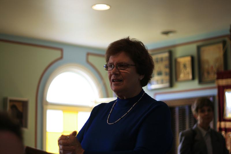 2009-Connie speaking-img_0882.jpg