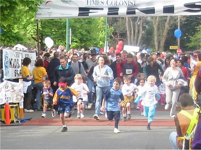 2003 Times-Colonist 10K - The start of the kids' run