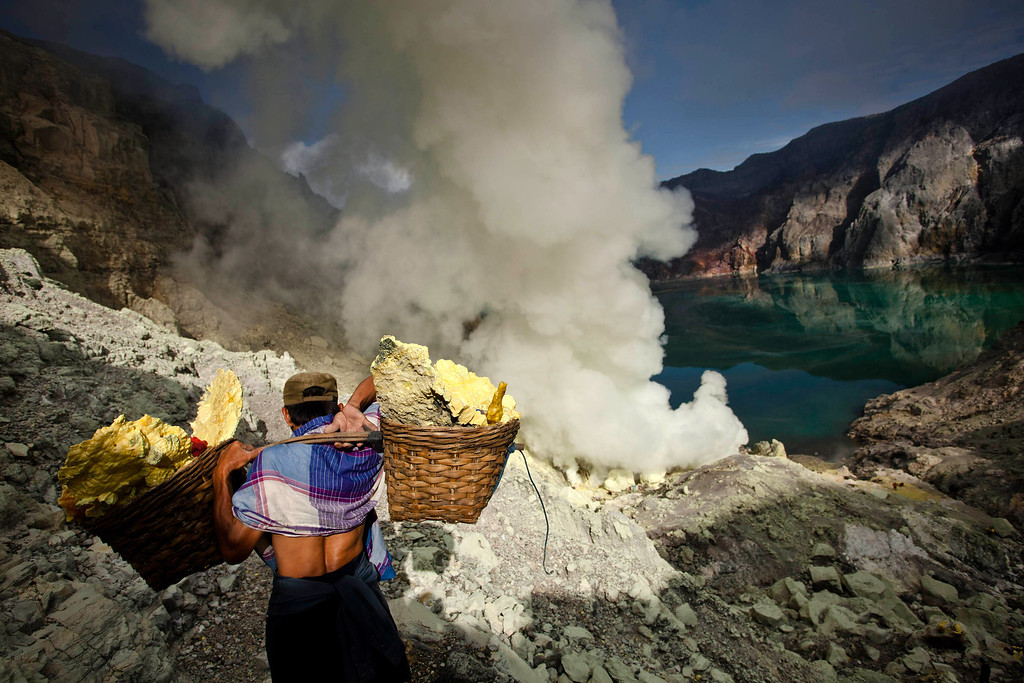 . A miner carries sulfur during an annual offering ceremony on the Ijen volcano on December 17, 2013 in Yogyakarta, Indonesia.  (Photo by Ulet Ifansasti/Getty Images)