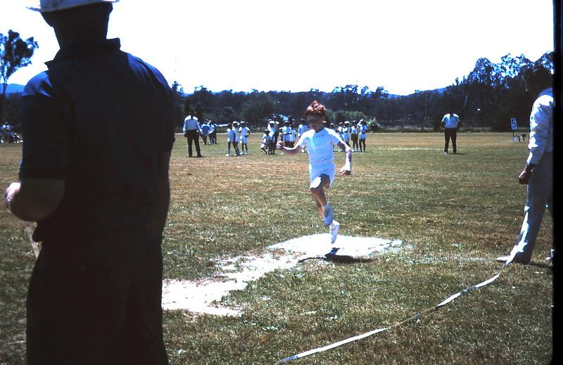 1971-11-5 (13) David 7 years 11 months Yea sports.JPG