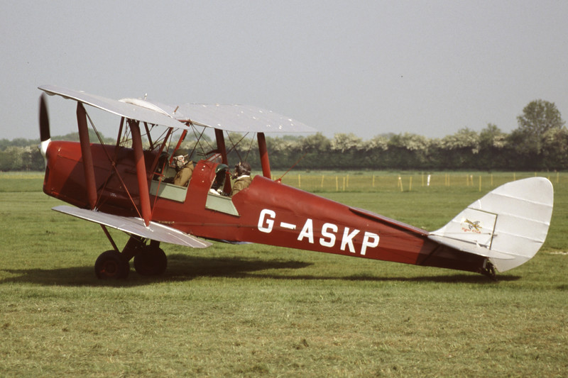G-ASKP-DH-82ATigerMoth-Private-EGKH-1998-05-12-ER-35-KBVPCollection.jpg
