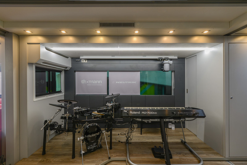 Lennon Bus Europe - Rear Studio Stage