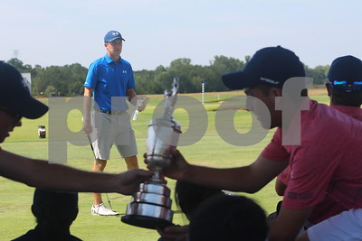 jordan-spieth-gives-back-to-youth-golfers-in-dallas-area