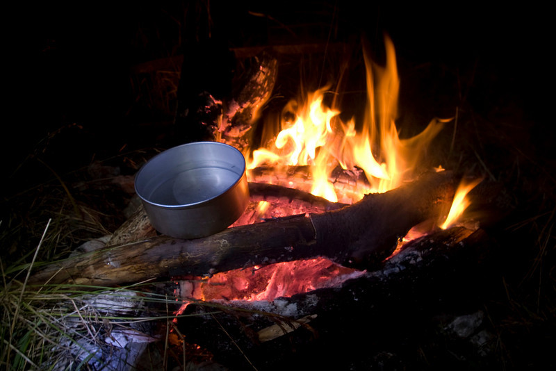 Again we had run low on water towards the end of the day. We had little left for the way back down the mountain. Anyway we spared some for soup. Unfortunately the big flame annihilated the small branch, that the pot rested on, and all the water spilled to the fire ://. No soup this night..