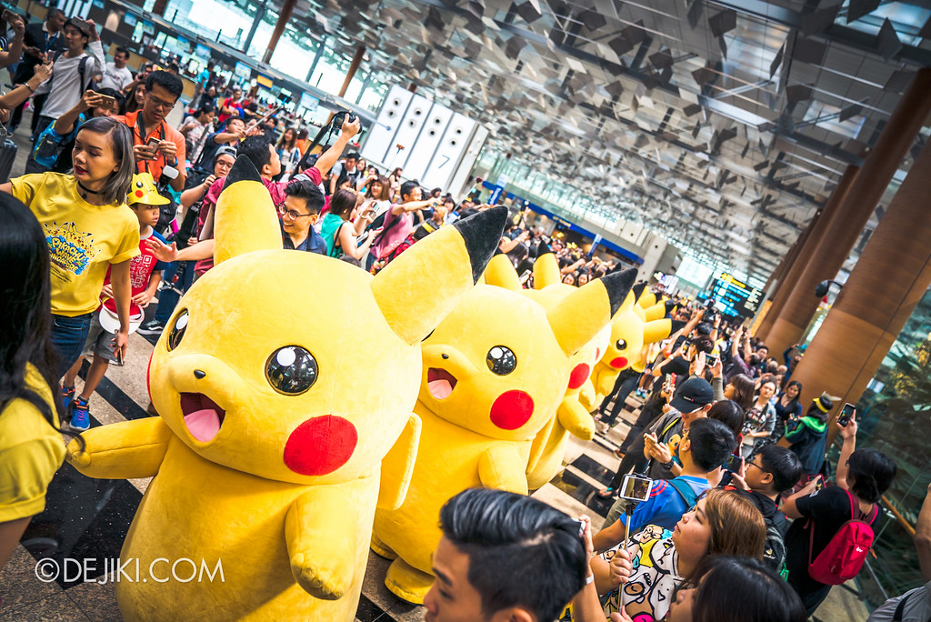 Pokémon at Changi Airport - Pikachu Parade crowd madness 3