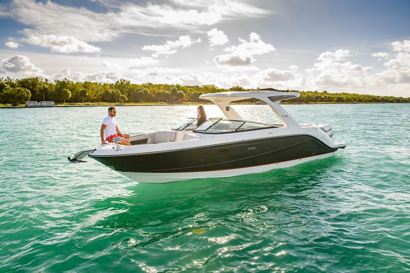 2020-SLX-R-310-outboard-lifestyle-12.jpg