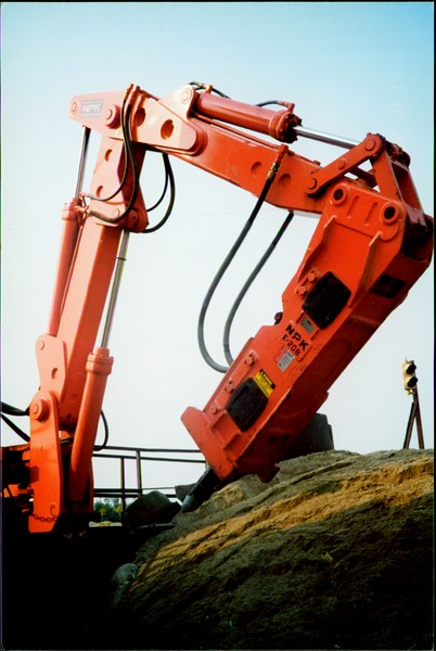 NPK B500 pedestal boom system with E208 hydraulic hammer-breaking rock in quarry (3).JPG