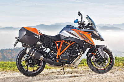 2016-KTM-1290-Super-Duke-GT-static-5-590x393.jpg