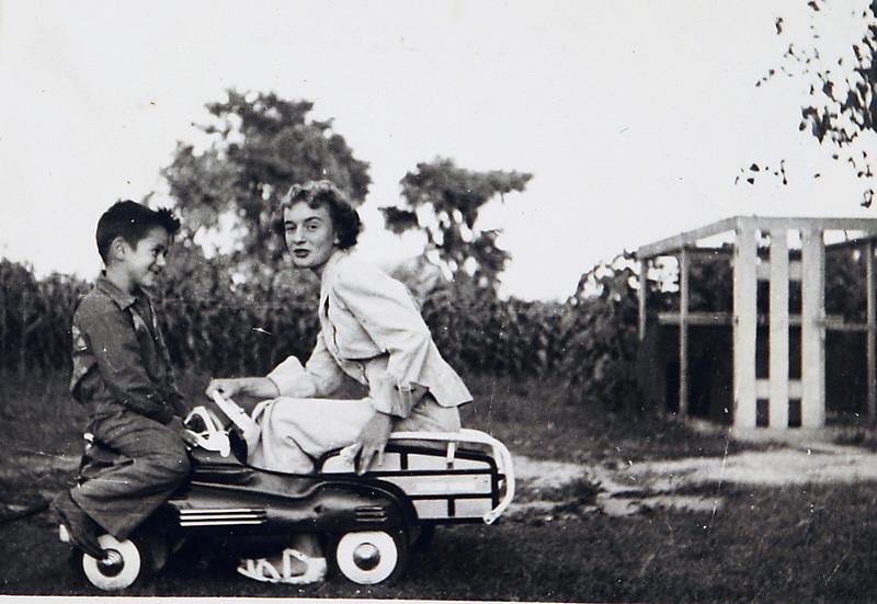 Edwin and Aunt Dottie.JPG
