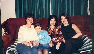 girls-at-christmas_1923381904_o.jpg