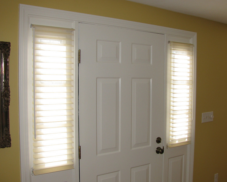 """Silhouette with """"Low Profile"""" headrail for sidelight windows"""