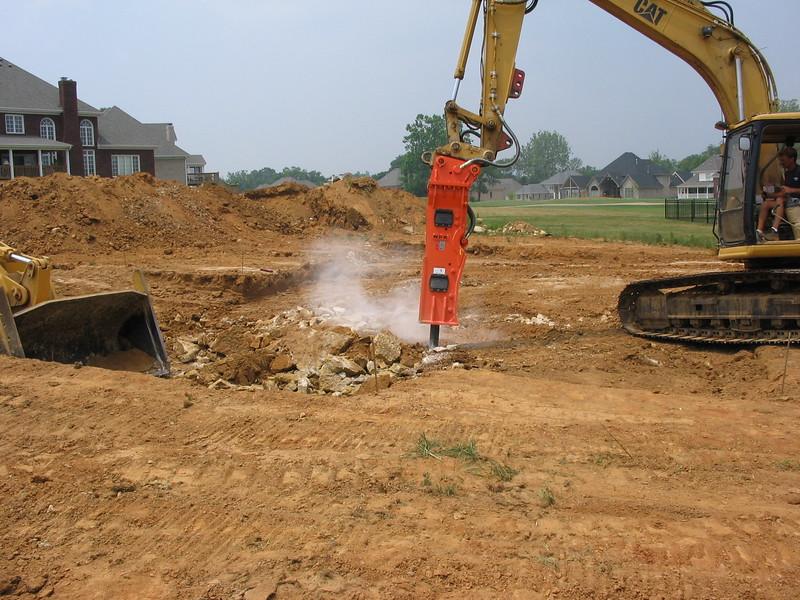 NPK GH9 hydraulic hammer on Cat excavator-site excavation (2).jpg