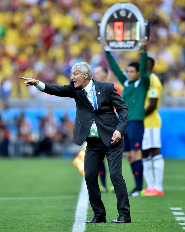 . Colombia\'s head coach Jose Pekerman yells from the sideline during the group C World Cup soccer match between Colombia and Greece at the Mineirao Stadium in Belo Horizonte, Brazil, Saturday, June 14, 2014.  (AP Photo/Martin Meissner)