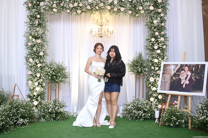 Vy-Cuong-wedding-instant-print-photo-booth-in-Bien-Hoa-Chup-hinh-lay-lien-Tiec-cuoi-tai-Bien-Hoa-WefieBox-Photobooth-Vietnam-080.jpg
