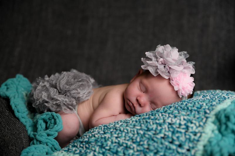 Curbow photo-Carly newborn 4.20-2493.jpg