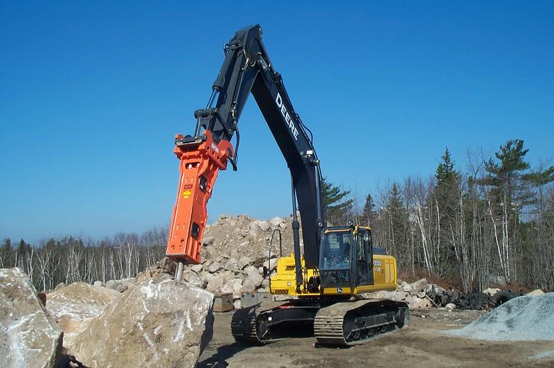 NPK GH12 hydraulic hammer on Deere 350D excavator (9).JPG