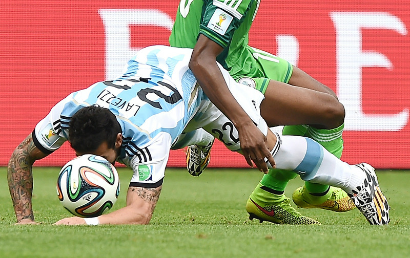 . Argentina\'s forward Ezequiel Lavezzi (L) challenges Nigeria\'s midfielder John Obi Mikel for the ball during the Group F football match between Nigeria and Argentina at the Beira-Rio Stadium in Porto Alegre on June 25, 2014,during the 2014 FIFA World Cup. (JEWEL SAMAD/AFP/Getty Images)