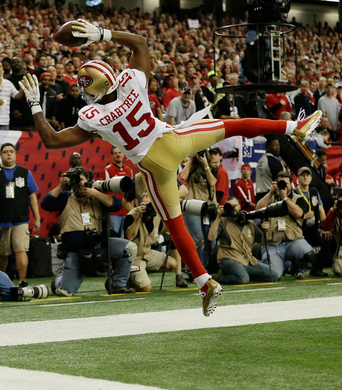 . San Francisco 49ers\' Michael Crabtree can\'t keep his feet in bounds as he catches a ball during the first half of the NFL football NFC Championship game against the Atlanta Falcons Sunday, Jan. 20, 2013, in Atlanta. (AP Photo/David Goldman)
