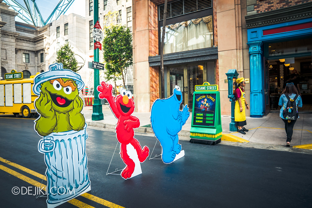 Universal Studios Singapore - Park Update 2017-01 / Sesame Street Character Breakfast - New York display