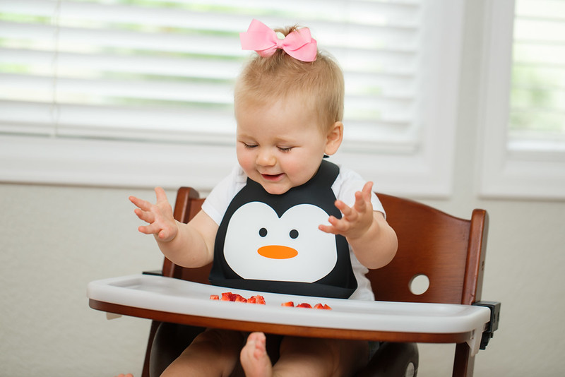 Make_My_Day_Bib_Penguin_lifestyle (35).JPG