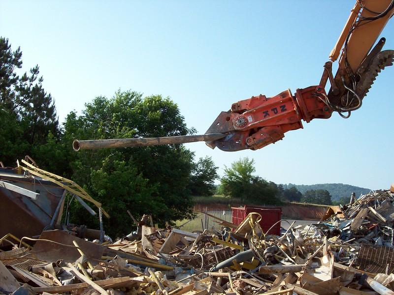 NPK M28K demolition shear on Case excavator-C&D recycling (5).jpg