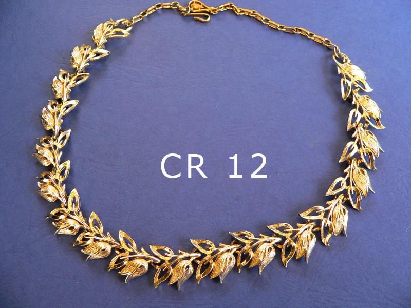 CORO girocollo regolabile - firmato alla chiusura metallo color oro pallido