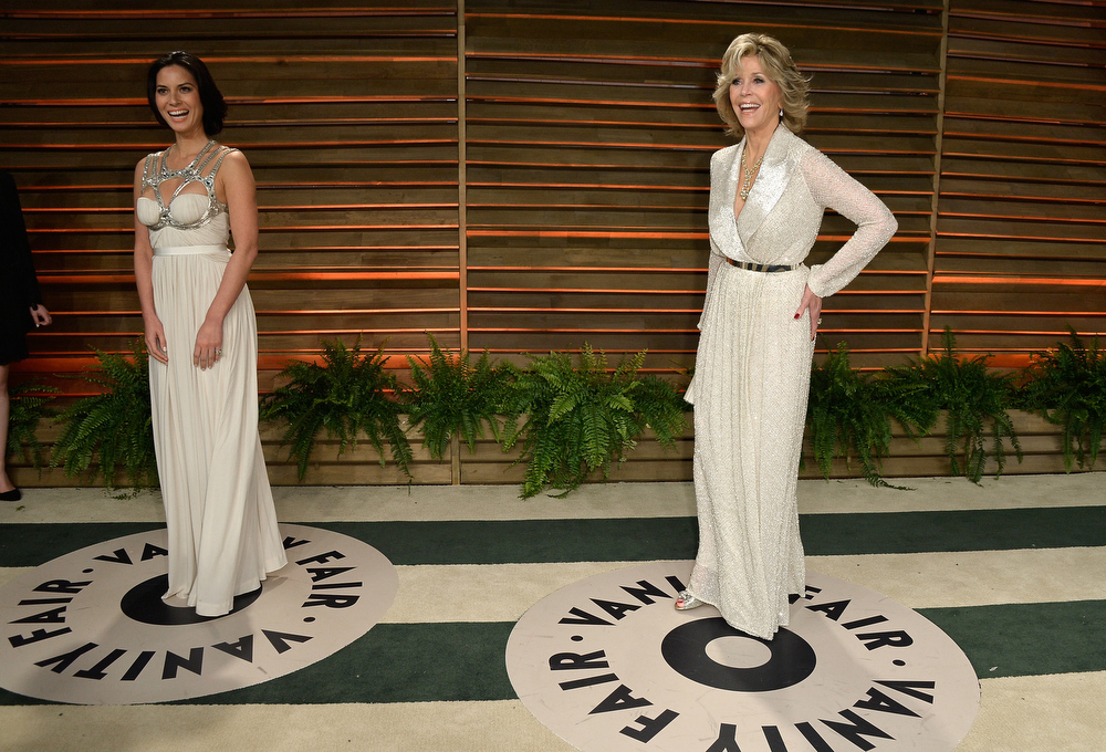 . Actors Olivia Munn (L) and Jane Fonda attend the 2014 Vanity Fair Oscar Party hosted by Graydon Carter on March 2, 2014 in West Hollywood, California.  (Photo by Pascal Le Segretain/Getty Images)