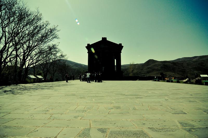 Иранцы и языческий храм