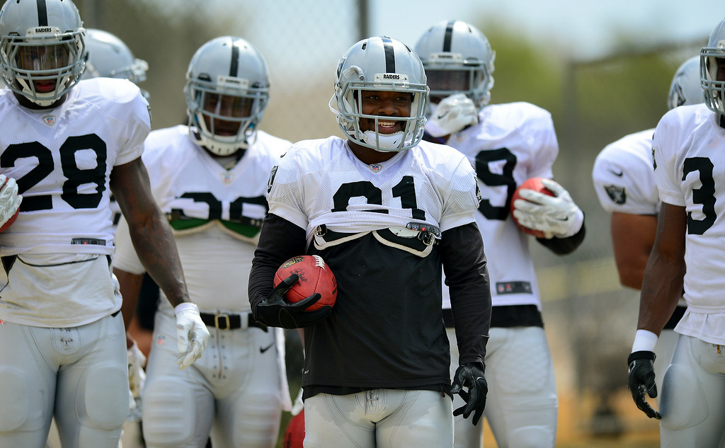 . Raider RB, and UCLA alum Maurice Jones-Drew, center, approaches a drill at the Cowboys-Raiders practice in Oxnard, Wednesday, August 13, 2014. (Photo by Michael Owen Baker/Los Angeles Daily News)
