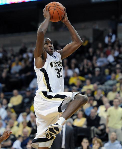 Travis McKie dunk 03.jpg