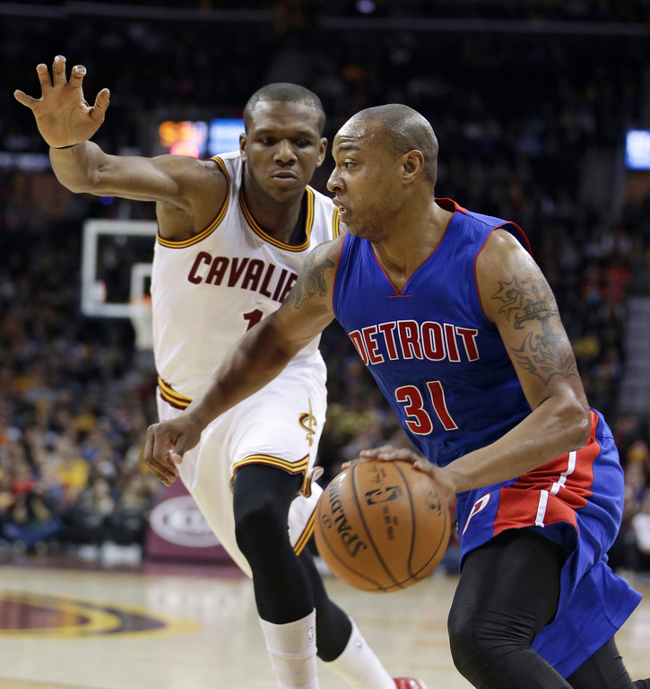 . Detroit Pistons� Caron Butler (31) drives past Cleveland Cavaliers\' James Jones (1) during the fourth quarter of an NBA basketball game Sunday, Dec. 28, 2014, in Cleveland. The Pistons defeated the Cavaliers 103-80. (AP Photo/Tony Dejak)