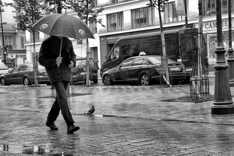 Paris B&W walk in the rain 00822.jpg
