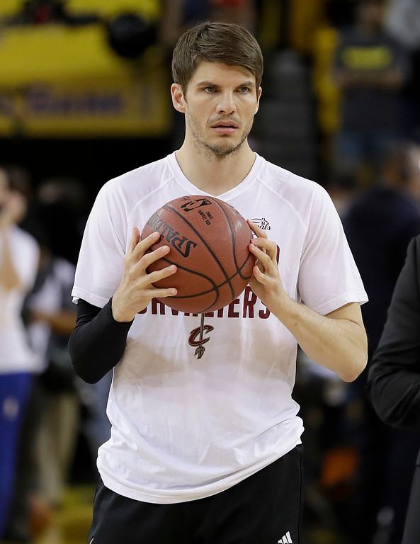 . Cleveland Cavaliers guard Kyle Korver warms up before Game 5 of basketball\'s NBA Finals between the Golden State Warriors and the Cavaliers in Oakland, Calif., Monday, June 12, 2017. (AP Photo/Marcio Jose Sanchez)