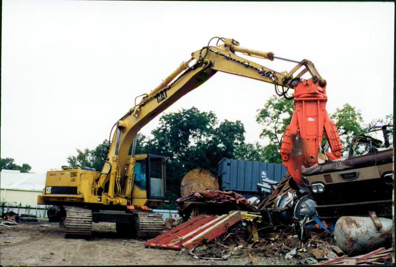 NPK M38K demolition shear on Cat excavator-C&D recycling (6).JPG