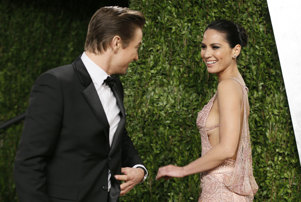 Description of . Jeremy Renner (L) talks with Olivia Munn at the 2013 Vanity Fair Oscars Party in West Hollywood, California February 25, 2013.  REUTERS/Danny Moloshok